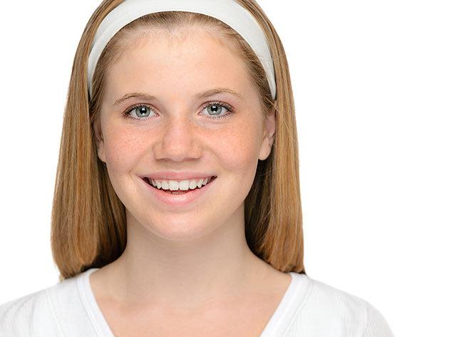 Arckezelés tinédzsereknek Helia-D Profession kozmetikummal szemöldökformázással