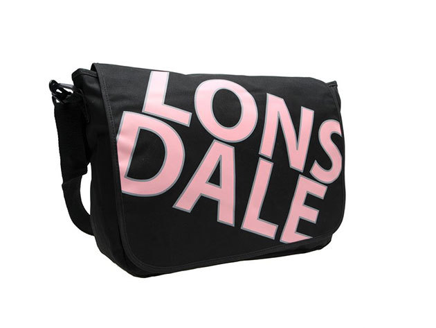 Lonsdale oldaltáska / Méretek: kb. 28x36x10cm
