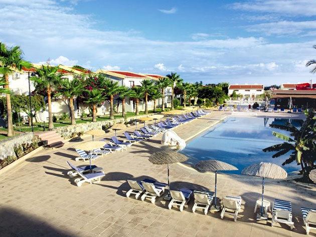 Indulás: 2015. június 19. / Észak-Ciprus, Holiday Club Simena Hotel*** 8 nap/7 éj szállás 2 fő részére reggelis ellátással, repjeggyel + illetékekkel