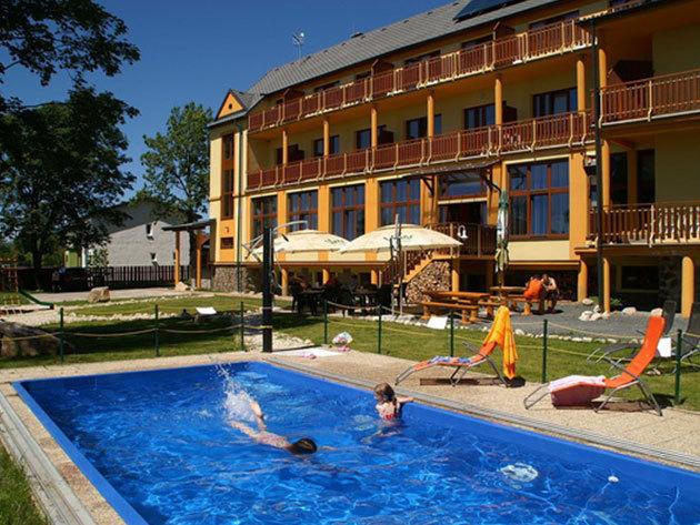 2 éjszaka 2 felnőtt részére, félpanziós ellátással és további extrákkal / Hotel Avalanche