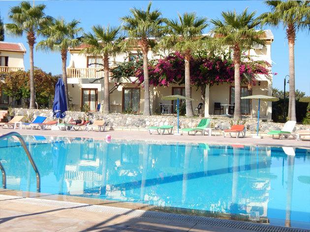 Indulás: 2015. július 17. / Észak-Ciprus, Holiday Club Simena Hotel*** 8 nap/7 éj szállás 2 fő részére reggelis ellátással, repjeggyel + illetékekkel