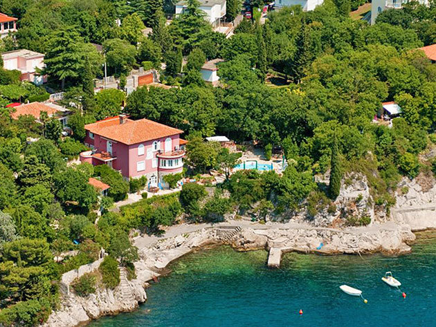 Főszezoni nyaralás Kraljevicában! 7éjszaka az egész családnak (2-4 fő részére) a gyönyörű Crikvenicai riviérán, a Villa Dora Apartmanházban