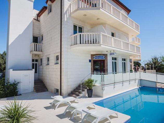 2015.09.30-ig / nyaralás a horvát tengerparton, a Hotel Villa Zarko-ban - 4 éjszaka 2 fő részére, félpanzióval