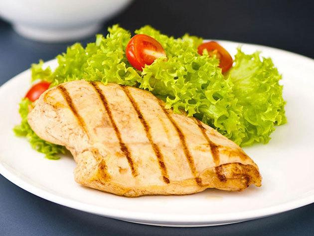 Castrum Café & Restaurant - 2 személyes menü: Roston csirkemell steak burgonyával és friss nyári salátával