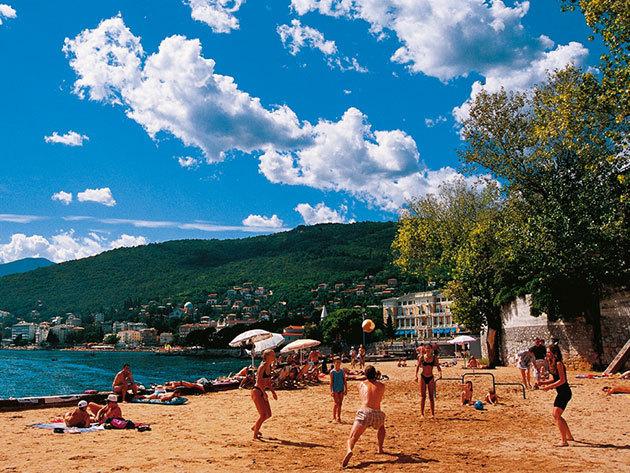 Üdülj Horvátországban, egy csodás tengerparti középkori kisvárosban - 4 vagy 5 éjszaka szállás félpanzióval szeptemberben 2 főre / Hotel Lovran***