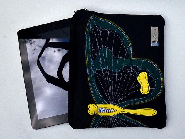 Zöld lepkés (Fekete alapon szitakötő/lepke) tablet táska