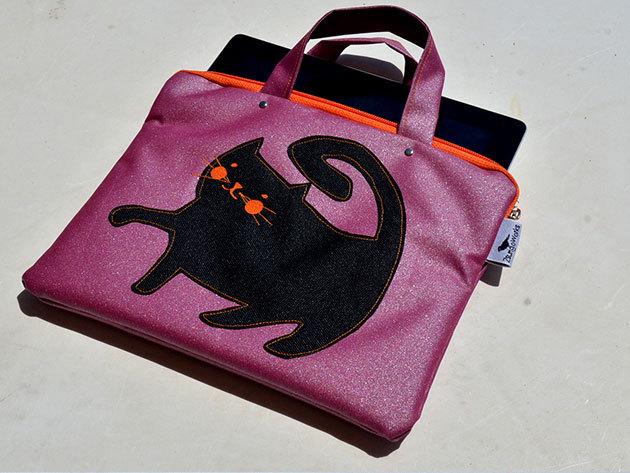 Rózsaszín Dagus (Rózsaszín alapon cica - fekvő) tablet táska