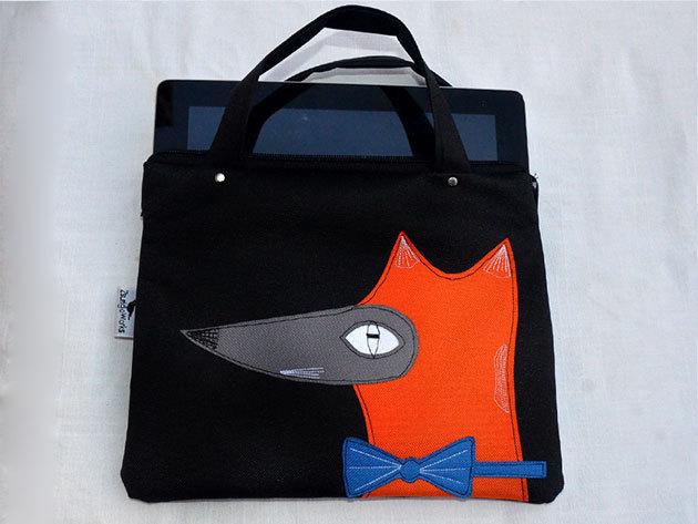 Rókás (Fekete alapon róka, kék csokornyakkendővel) tablet táska