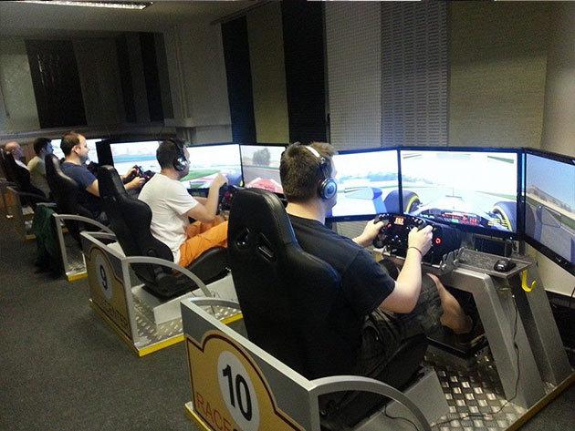 Buli akár 10-20 fő részére 1 óra autóverseny szimulátorozással a Racecenter Szimulátor Központban