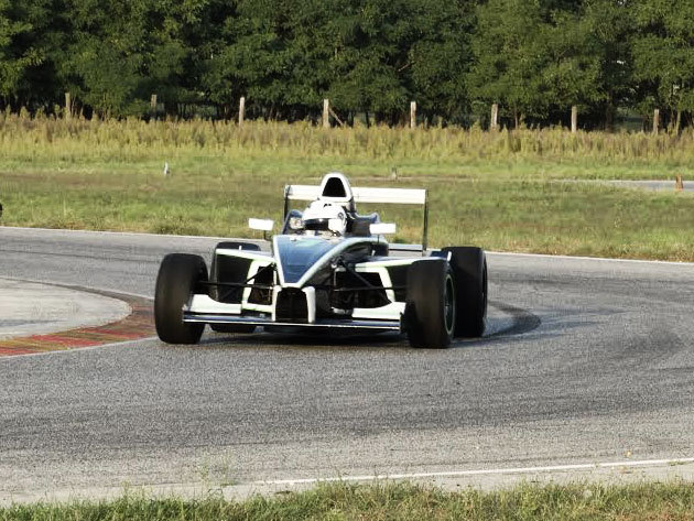 Száguldj egy Formula BMW-vel a Kakucs-Ringen, vagy ajándékozz vezetést Forma 1 rajongó ismerősödnek / az élményről belső kamerás felvétel is készül