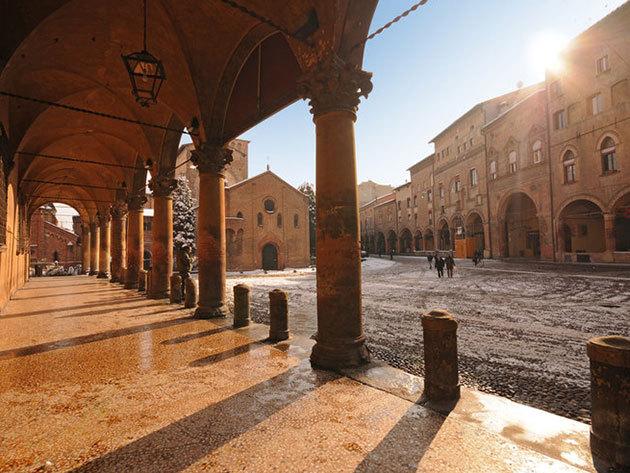 Bologna - 4 nap / 3 éjszaka szállás reggelis ellátással, repjegy + illetékek, 2 főre