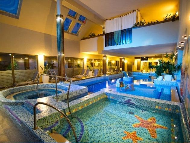 SIÓFOK Piknik Wellness Hotel*** 4 nap / 3 éj szállás teljes ellátással és welnesszel 1 főnek (normál 2+1 fős szobában)