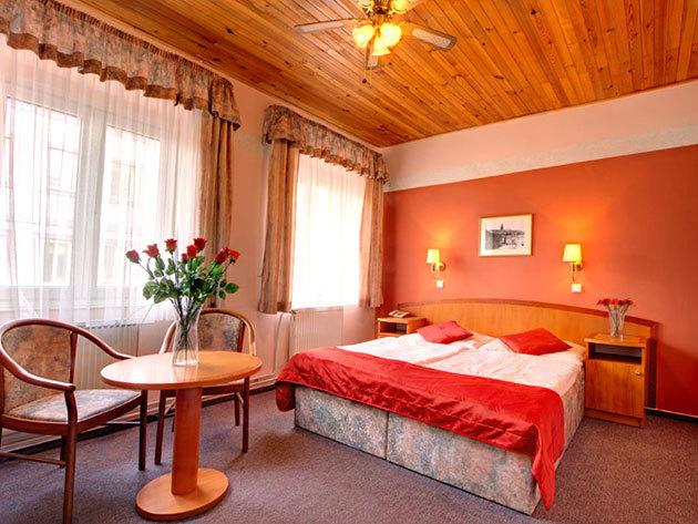 Prágai városlátogatás és szállás szuper áron! Hotel Bílý Lev - 4 nap/3 éj 2 fő részére reggelivel