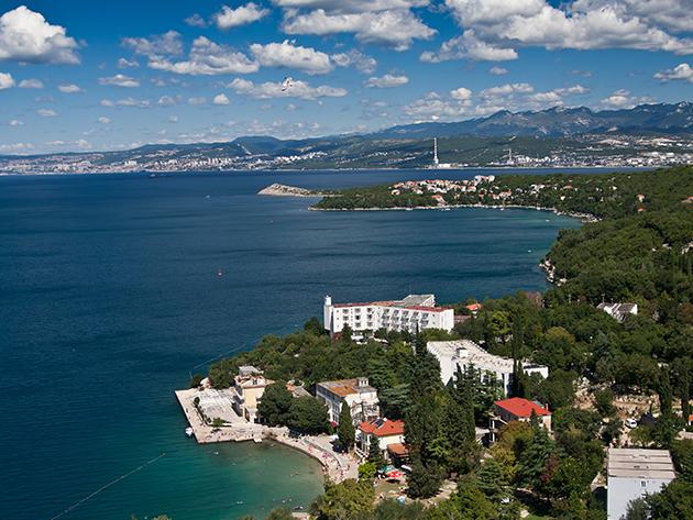 Horvátországi pihenés Omisalj-ban! 8nap/7éjszaka szállás (50 m-re a strandtól) félpanziós ellátással 2 főnek, áprilistól októberig!