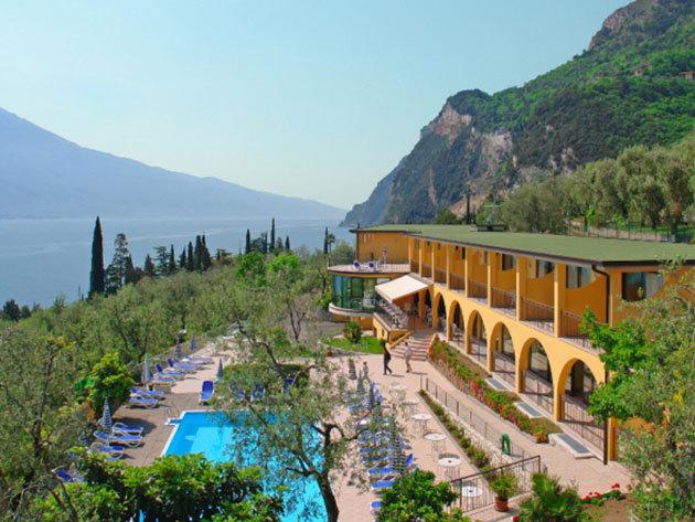 Olaszország - nyaralás a Garda tónál! 3, 4 vagy 6 nap szállás 2 fő részére reggelivel / Hotel Mercedes