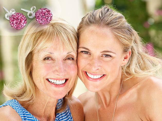 Anya-lánya páros arckezelő csomag 2 alkalommal, tű nélküli mezoterápiával, arcmasszázzsal, gépi talpmasszázzsal, ajándék strasszos Shamballa fülbevalóval, több helyszínen, a Luxury Body Care & Nails Szépségszalonokban