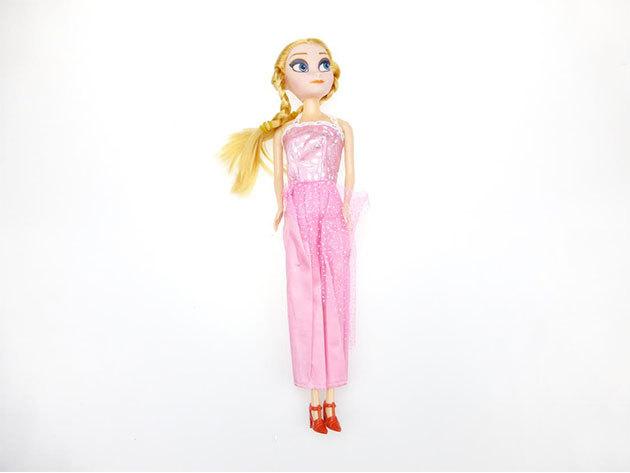 Szőke baba rózsaszín ruhában