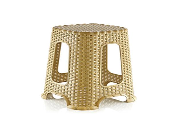 Világosbarna-arany rattan sámli / közepes méretű (cikkszám:4070043)
