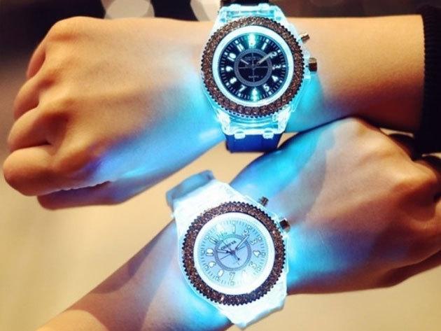 Világító pary óra - szilikon szíjas Geneva karóra strasszköves díszítéssel, beépített LED-del