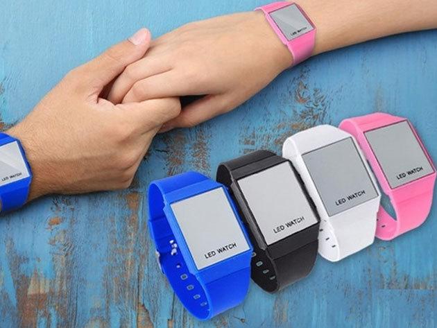 Tükör kijelzős LED karóra szilikon szíjjal - kék, fekete, fehér és rózsaszín / gombnyomásra mutatja az időt