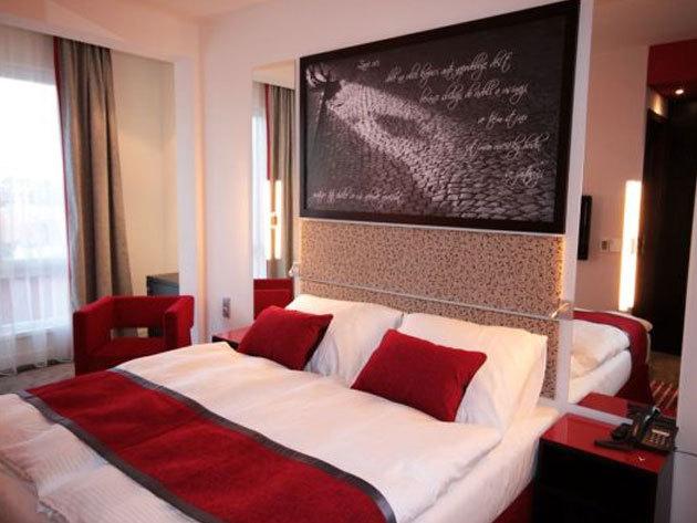3 nap 2 éjszaka 2 fő részére reggelivel,  Prága szívében a modern, 4*-os Red & Blue Design Hotelben