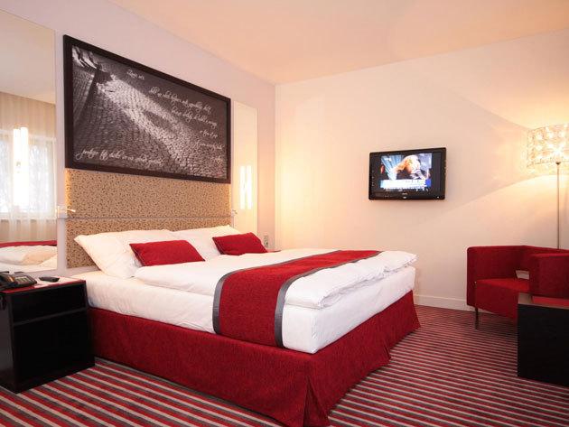 4 nap 3 éjszaka 2 fő részére reggelivel,  Prága szívében a modern, 4*-os Red & Blue Design Hotelben