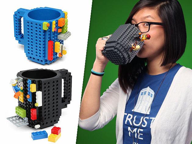 Csináld magad bögre ajándék építőelemekkel! 3,5 decis - fekete és kék színben! Kortyolgasd kedvenc italodat 'kreatívan'!