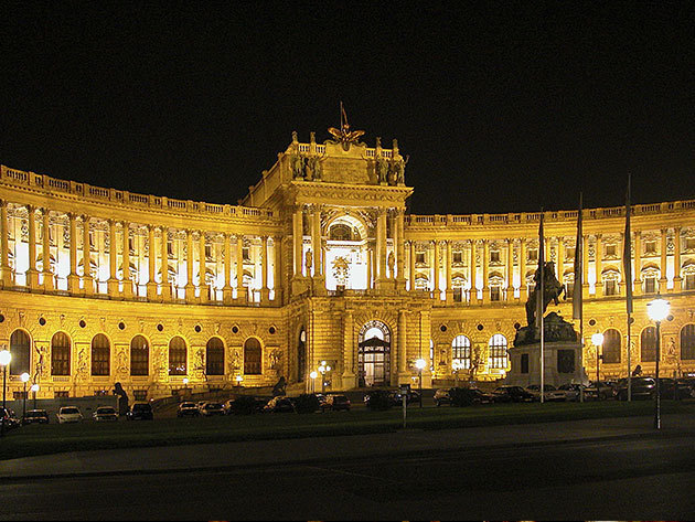 Hofburg (Császári lakosztályok, Sisi Múzeum, Ezüstkincstár) / Advent Bécsben buszos utazással