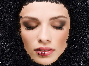 Caviar-face-mask_middle