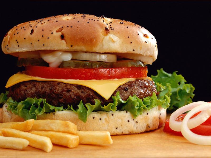 Óriás Retro Hamburger + hasábburgonya + palacsinta + 0,5 liter üdítő