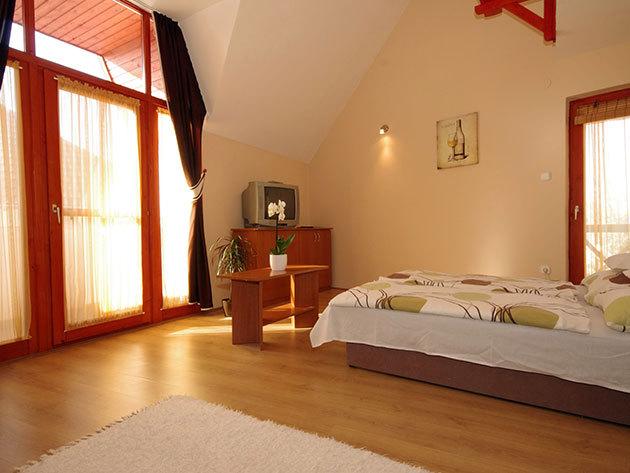 RÉSZLETFIZETÉS - Kényeztető wellness Gyulán a Hellasz apartmanban! 3nap/2 éj 2 főnek, kedvezményes fürdőbelépővel és egyéb extrákkal!