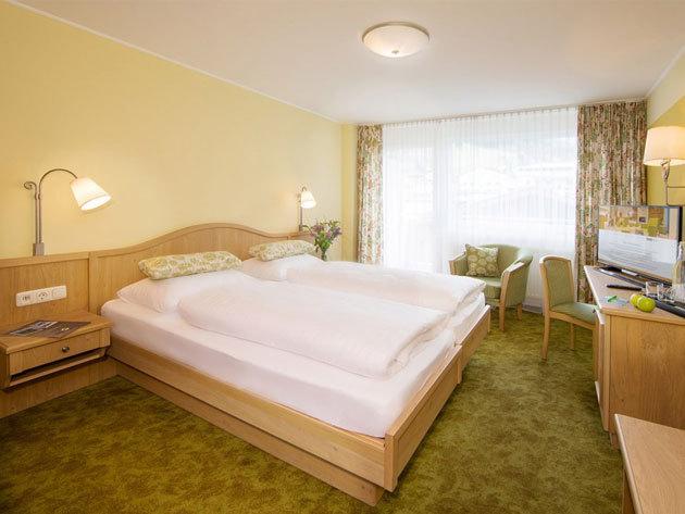 Ausztria, Hotel Grüner Baum**** - 4 nap 3 éj 2 főre reggelivel, wellnessel, 10%-os kedvezményes síbérlettel és 1x4 fogásos vacsorával
