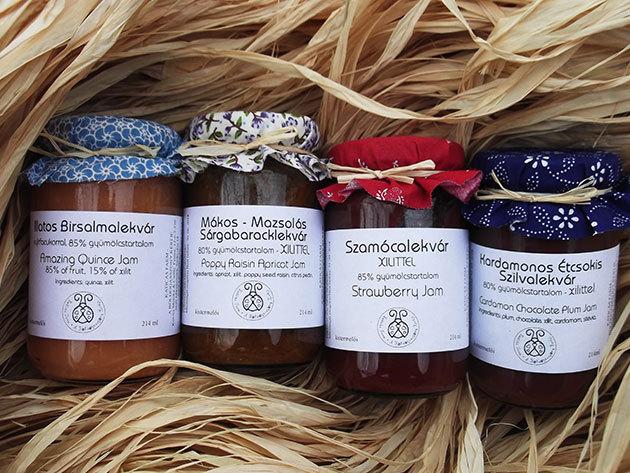 Kézműves lekvárok nyírfacukorral édesítve: Kardamonos-Étcsokis Szilva, Szamóca, Mákos-Mazsolás Sárgabarack, Illatos Birsalma (214 ml)
