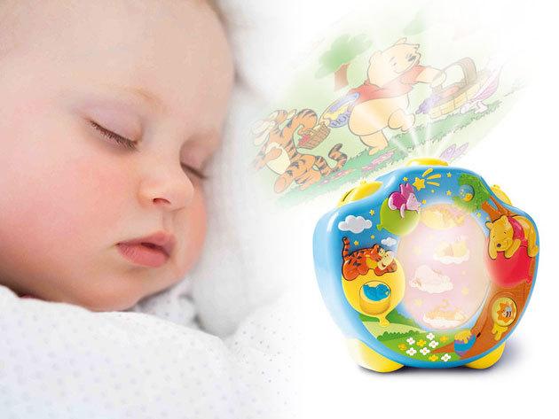 Micimackó Édes Álmok Vetítő - éjszakai fény / állítható lejátszási idő, ébresztő és altató funkcióval, barátságos hangokkal és dallamokkal - Minőségi gyermek kiegészítő!