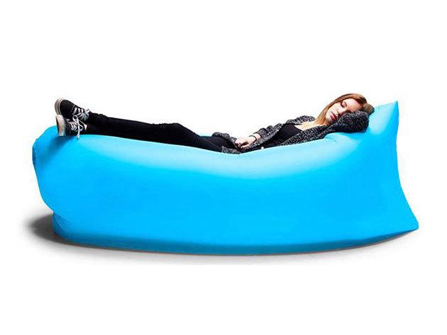 Felfújható 'kanapé' - könnyű használni, és kényelmes akár extra ülő- és fekvőhelyként a nappaliban, vagy a jó időre készülve piknikhez, strandra és a tengerpartra (vízálló, vízre is rakhatod)