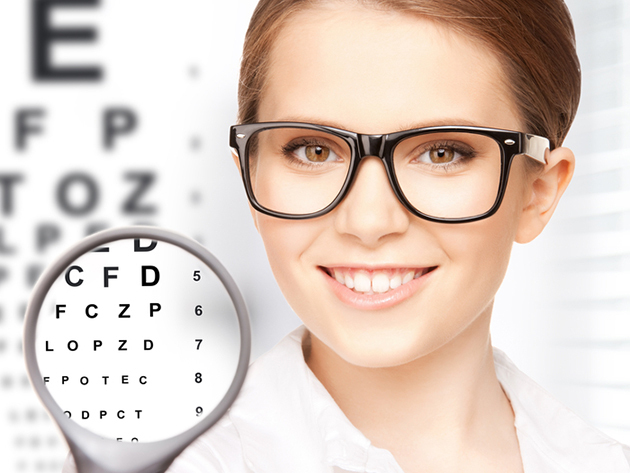 Komplett szemüvegkészítés szemvizsgálattal, 1,5-ös törésmutatójú Essilor lencsével, 150 választható kerettel, szemvizsgálattal, a VIII. kerületi Totál Optikától