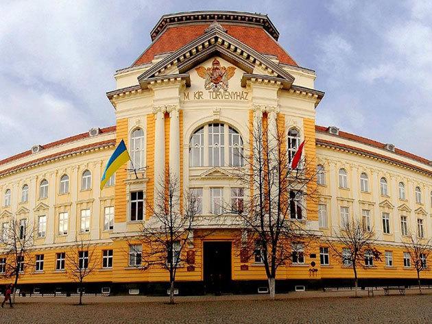 Beregszász - Történelmi látnivalók Kárpátalján! Városnézés és bevásárlótúra a piacon és helyi üzletekben, utazás kényelmes busszal március 18-án / fő