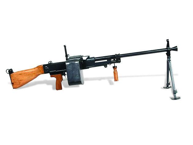 25 lövés hevederes géppuskával /UK59/ fő