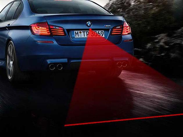 Lézeres ködlámpa - hatékonyan figyelmezteti a mögötted haladó járművet a baleset elkerülése érdekében (esőben, ködben, hóviharban)