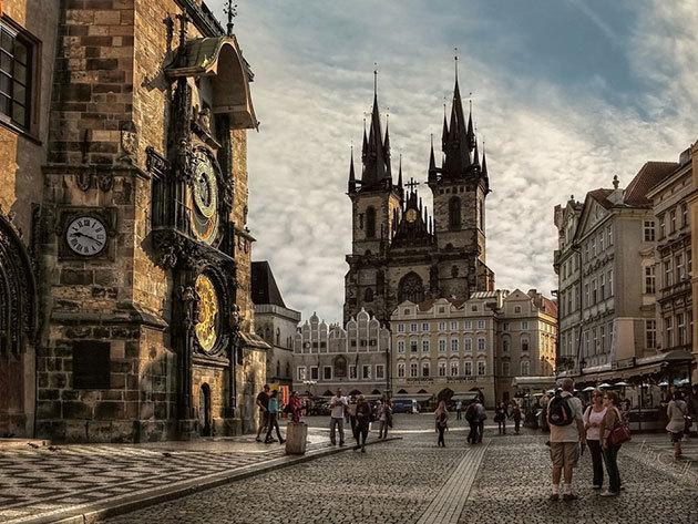 2018. november 23. PRÁGA: non-stop autóbuszos utazás Csehország fővárosába, 1 napos városnézés / fő