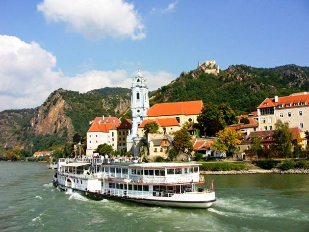 2017. május 13. -  1 napos buszozás és hajózás Wachau vidéken, az UNESCO Világörökség részén (WACHAU, ARTSTETTEN ÉS MELK) / fő