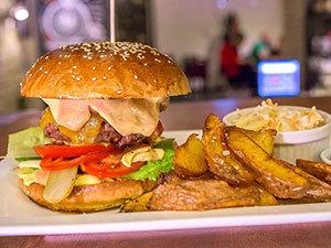 Burger Card - 3 hónapra, 2 főre szóló kedvezmények hamburgerezőkbe és éttermekbe