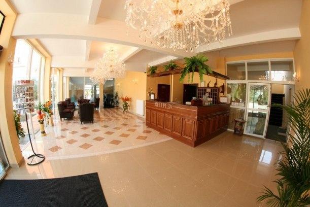 5 nap 4 éjszaka szállás 2 fő részére a Hotel Daisy Superior***  szobáiban, reggelivel, medence használattal, extra kedvezményekkel
