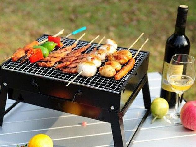 Faszenes grillező a pikáns pácokhoz és finom húsokhoz - összecsukható modell, a nyári kerti partik elengedhetetlen kelléke