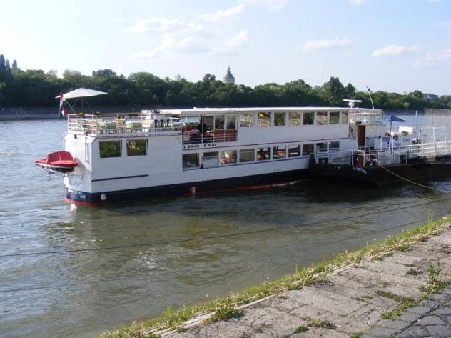 Sétahajózás üdvözlőitallal - 1 órás nyári program a Dunán, Budapest legszebb látványosságainak panorámájával /fő