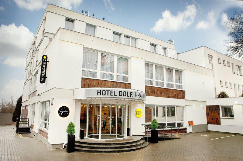 """Prága, Hotel Golf**** - szállás 3 vagy 4 napra 2 fő részére reggelivel / Fedezd fel a """"száztornyú"""" várost és foglalj szállást szuper áron!"""