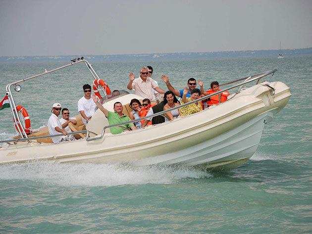 Motorcsónakázás a Balatonon Siófoki indulással - Adrenalin az egekbe! 20 perc száguldás a magyar tengeren / fő