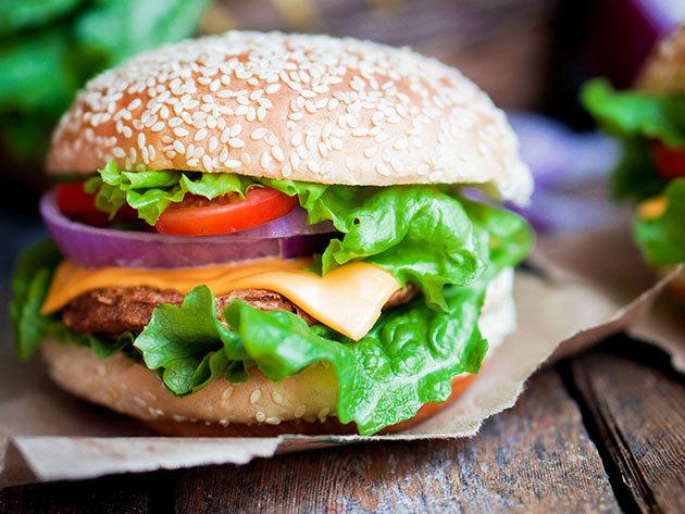 Castrum kézműves hamburger menü 2 személyre Szentendrén, a Castrum Café & Restaurant jóvoltából