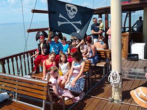 Gyerekjegy (3-14 év) / Kincskereső Kalóz-Talizmán gyerekhajó a Balatonon / fő