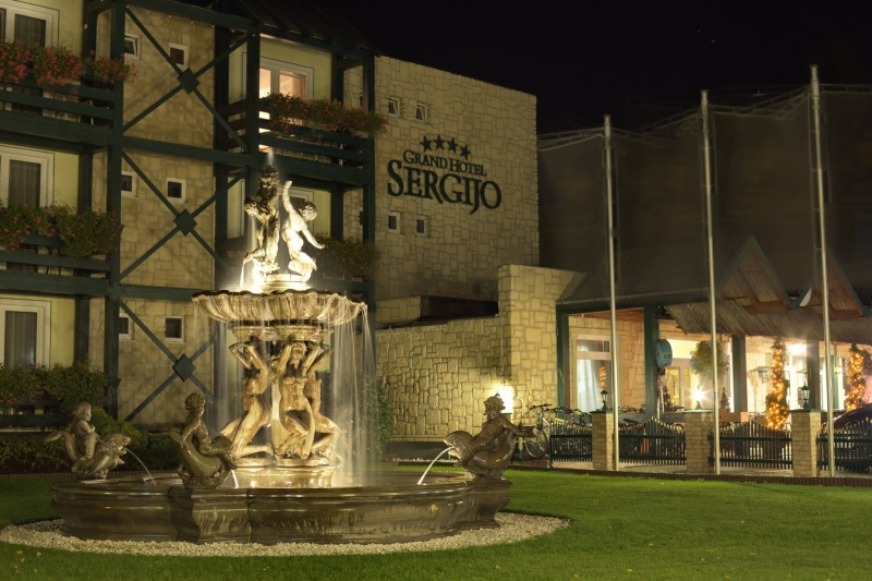 3 nap 2 éj 2 fő részére félpanziós ellátással Grand Boutique Hotel Sergijo**** luxus hotelben